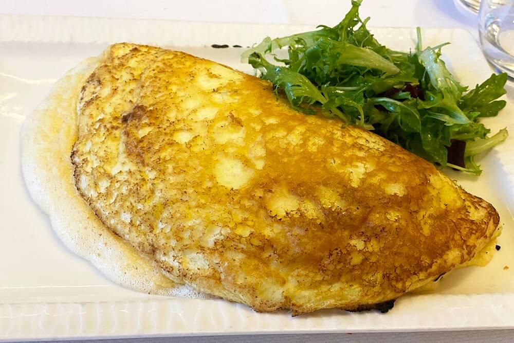 Spécialité gastronomique du Mont-Saint-Michel, la fameuse omelette !